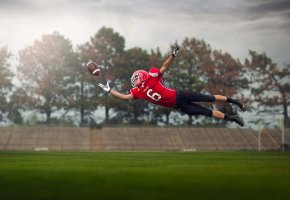 спортсмен, мяч, полёт, прыжок, регби, шлем