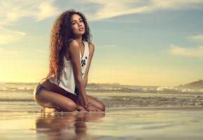 красавица, берег, волосы, шатенка, пляж, сидит, девушка, бикини