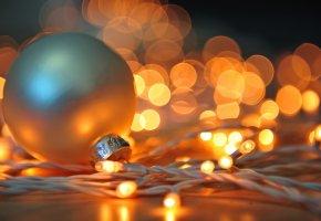 Обои шар, белый, игрушка, елочная, гирлянда, огни, свет, Новый Год