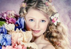 Обои цветы, девочка, волосы, голубые глаза, улыбка