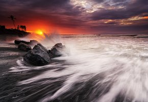пляж, океан, пальмы, камни, брызги, закат, солнце