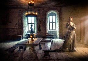 Обои средневековье, комната, зал, девушка, свечи, стол, окна