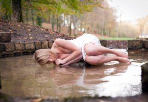 девушка, поза, лежит, вода, мокрая, ножки