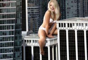 девушка, взгляд, блондинка, настроение, город, здания