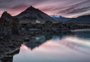 Обои Исландия, поселок, домик, горы, озеро, отражение, вечер, небо, закат