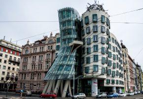 Прага, Чехия, танцующий дом, набережная, улица, машины