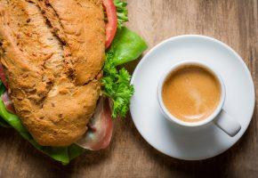 Обои кофе, сэндвич, завтрак, бутерброд, зелень