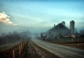 Обои туман, дорога, забор, пейзаж, завод, ранчо