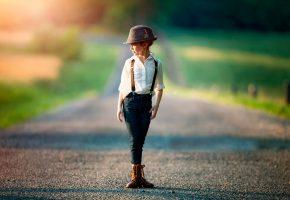 Обои девочка, шляпа, рубашка, позирует, дорога