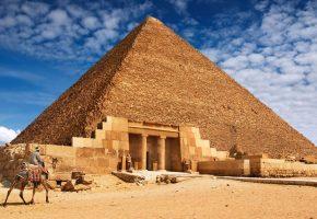 Обои пустыня, пирамида, камни, верблюд, строение