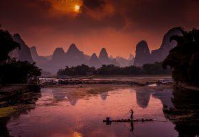 Китай, Ксинг Пинг, река Ли, уборщик мусора, утро