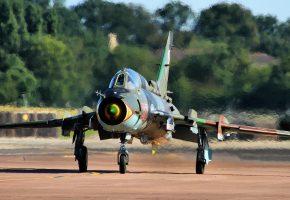 Обои Су-22, Истребитель, бомбардировщик, аэродром, шасси