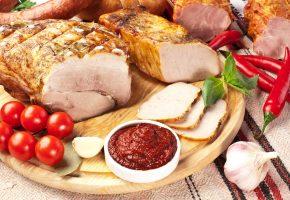 Обои tomatoes, ham, meat, овощи, мясо, ветчина, острый перец, помидоры, соус
