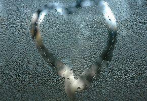 Обои Стекло, запотевшее, сердце, капли, влага