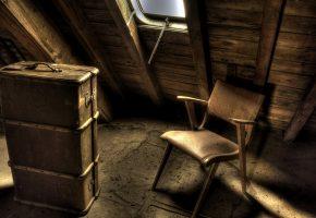 Обои чердак, стул, чемодан, окно, пыль