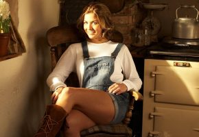Обои gemma atkinson, legs, women, девушка, красивая, улыбка, ножки