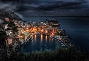 Обои ночь, побережье, городок, бухта, тучи, огни, красота