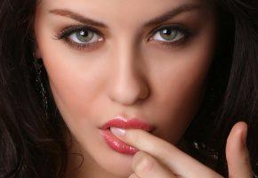Обои women, face, лицо, губки, пальчик, красивая
