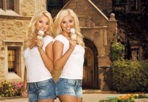 Обои Karissa, Kristina Shannon, мороженое, девушки, блондинки, улыбка, шортики