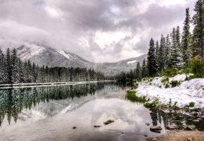Обои Canada, Alberta, Канада, Альберта, горы, озеро, вода, отражение, деревья, зима, снег, облака, пейзаж