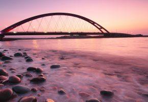 Обои мост, камни, вечер, море, закат, штиль, берег, фонари