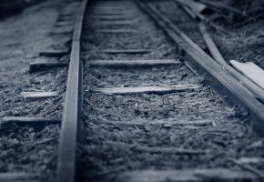 Обои железная дорога, рельсы, шпалы, фон, серый, гравий