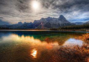 Обои осень, леса, озеро, горы, красиво, солнце, гладь