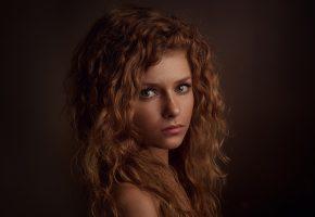 Обои взгляд, волосы, девушка, веснушки, рыжая, портрет, прелесть, милая