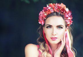 Обои девушка, шатенка, венок, цветы, ленты, макияж, губки
