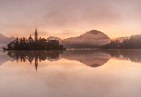 Обои Словения, горы, остров, озеро, рассвет, лес, отражение