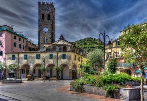 Обои Италия, дома, улица, лето, дерево, зелень