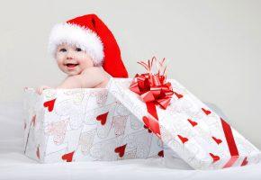 Обои Ребенок, child, baby, winter, младенец, шапочка, подарок, любовь