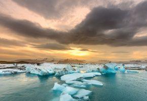Обои река, лёд, закат, облака, горизонт