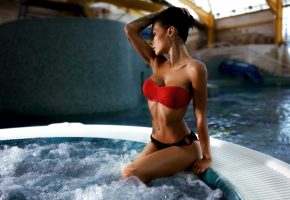 Обои девушка, брюнетка, купальник, поза, модель, бассейн, тело, ножки