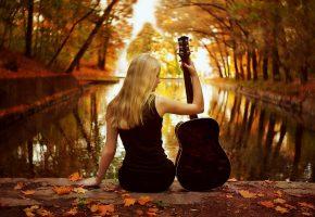 Обои девушка, гитара, пруд, парк, листья, осень
