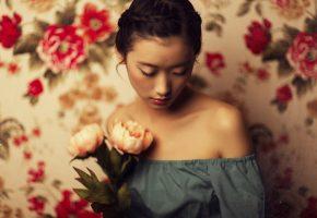 Обои девушка, лицо, цветы, настроение, фон