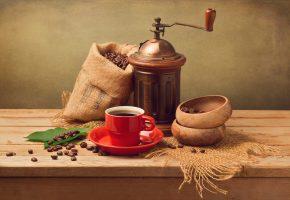 Обои кофе, чашка, красная, блюдце, мешочек, кофемолка, зерна, листья