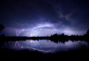 Обои вечер, небо, тучи, молнии, гроза, озеро, отражение
