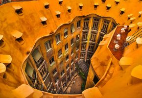 Обои Барселона, Испания, дом Мила, окна, двор
