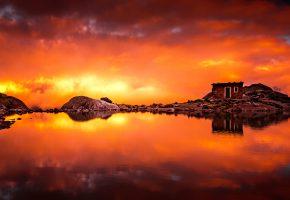 Обои облака, озеро, зарево, домик, камни, скалы