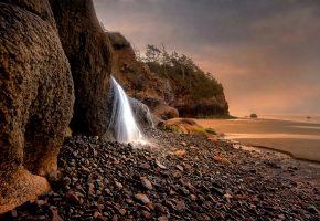 Обои море, берег, водопад, камни, скала
