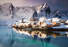 Лофотенские острова, Норвегия, поселок, дома, море, горы, зима, снег