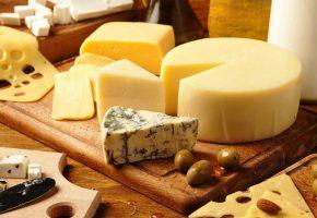 Обои Сыр, сорта, оливки, доска