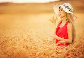 девушка, блондинка, позирует, поле, пшеница, шляпка