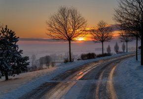 Обои дорога, зима, утро, солнце, дерево, снег