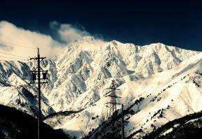 Обои горы, зима, снег, столбы
