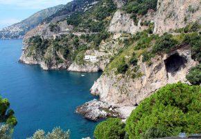 Обои деревья, пещера, камни, oboitut, дома, море, горы