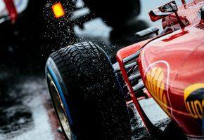 Обои Ferrari, Rain, феррари, красный, колесо, дождь, брызги