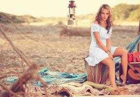 Обои melissa giraldo, мелисса джиральдо, блондинка, красотка, модель, девушка, сидит