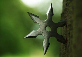 Обои оружие, сюрикены, дерево, металл, макро, звезда
